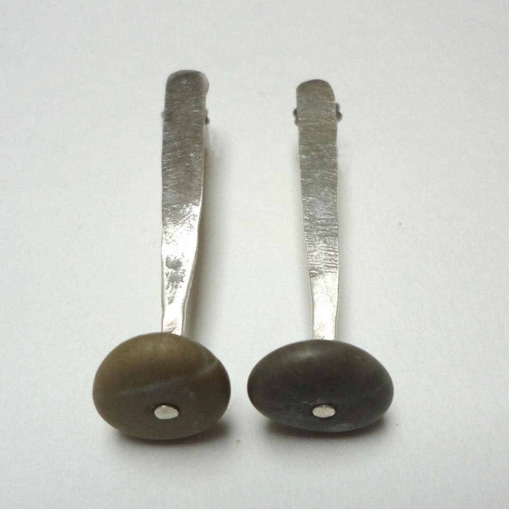 drop silver earings with putty coloured stone
