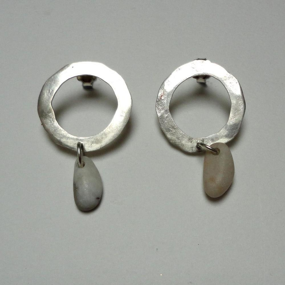 Hoop earing with putty coloured stone