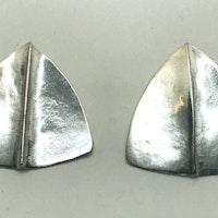 Siler triangular foldeded stud earrings
